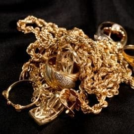 Schmuckgravur Pforzheim Altgold Ankauf Baden-Württemberg Goldschmuck Anfertigung Stein in Ring fassen Kosten individuelle Umarbeitung Uhrenservice Gold